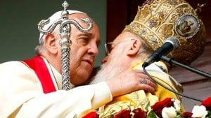 Pave Frans med den økumeniske patriark Bartholomeu i Istanbul